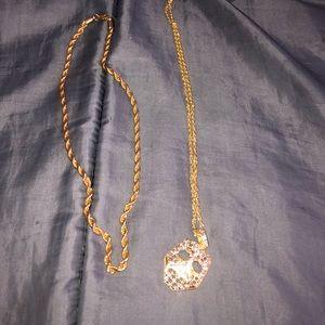 Jewelry - Gold chain mask